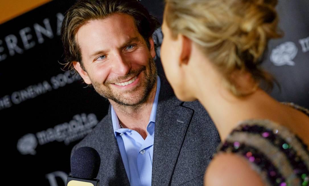Bradley e Jennifer: risos até durante entrevista Evan Agostini / Evan Agostini/Invision/AP