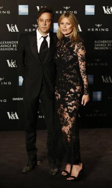 Kate Moss é casada com Jamie Hince, cantor da banda The Kills JUSTIN TALLIS / AFP