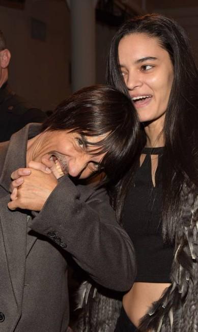 Desde a semana de moda de Nova York, em fevereiro, a modelo brasileira Wanessa Milhomem vem aparecendo ao lado de Anthony Kiedis, vocalista da banda Red Hot Chili Peppers. Wanessa prefere manter sua vida pessoal longe dos holofotes, mas não param de pipocar fotos da dupla na internet Grant Lamos IV / AFP