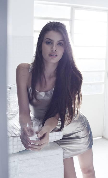 Camila já fez campanha para Armani Exchange e trabalhou em 15 países Foto: PauloVainer / PauloVainer / Foto de paulo vainer/ Figurino: Ellen Milet. Consultoria de moda: Dudu Berthollini. Beleza: Marcos Padilha