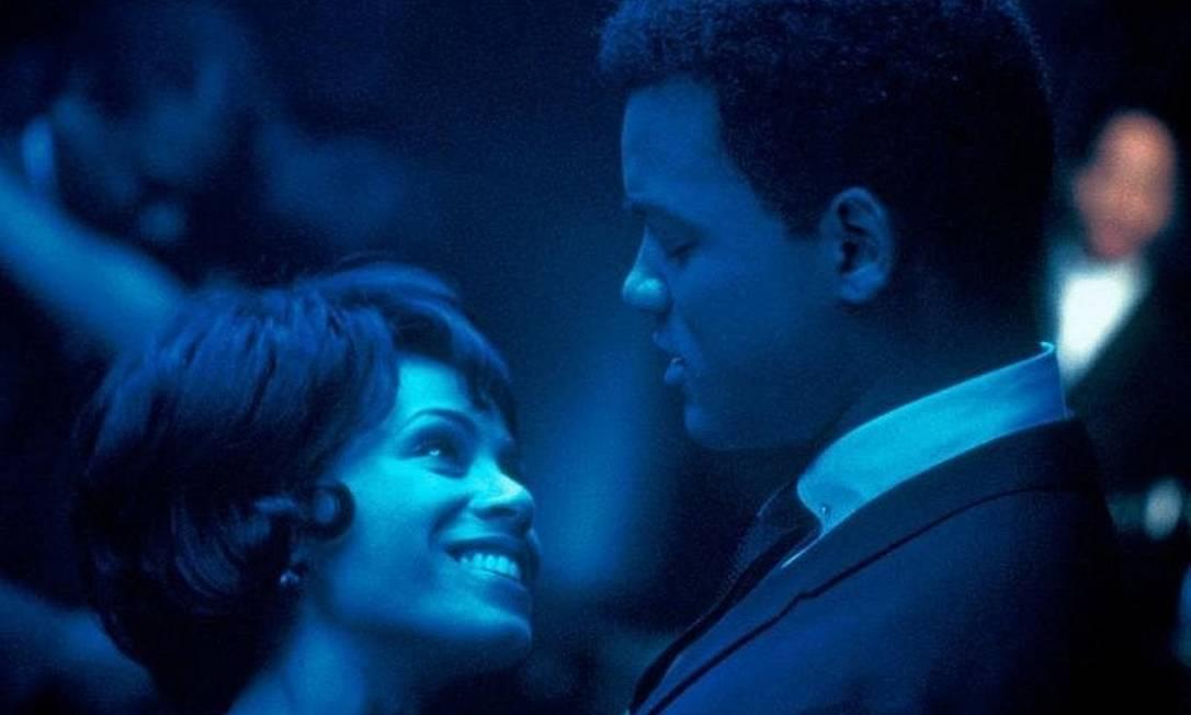 """Jada Pinkett já conhecia Will Smith desde os tempos da série """"The Fresh Prince of Bel-Air"""" (1994), e começaram a namorar em 1995. Depois levaram a química do casamento para o filme """"Ali"""" (2001). Os dois são pais de dois adolescentes, Jaden, de 16 anos, e Willow, de 14 anos Divulgação"""