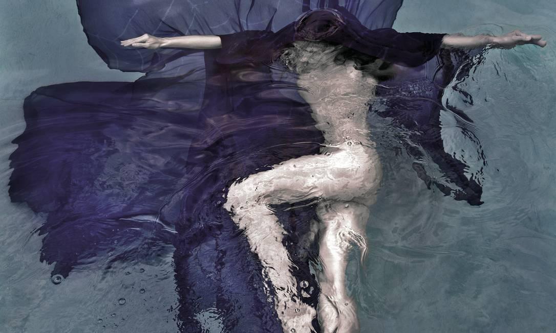 Bailarino posando na água, como se fosse uma flor Guilherme Licurgo