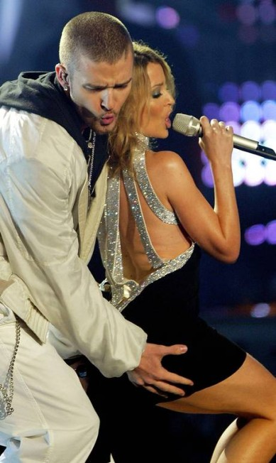 A australiana Kylie Minogu, na foto com Justin Timberlake, também resolveu assegurar o bumbum, mas por uma quantia mais módica: R$ 12 milhões Toby Melville / Toby Melville