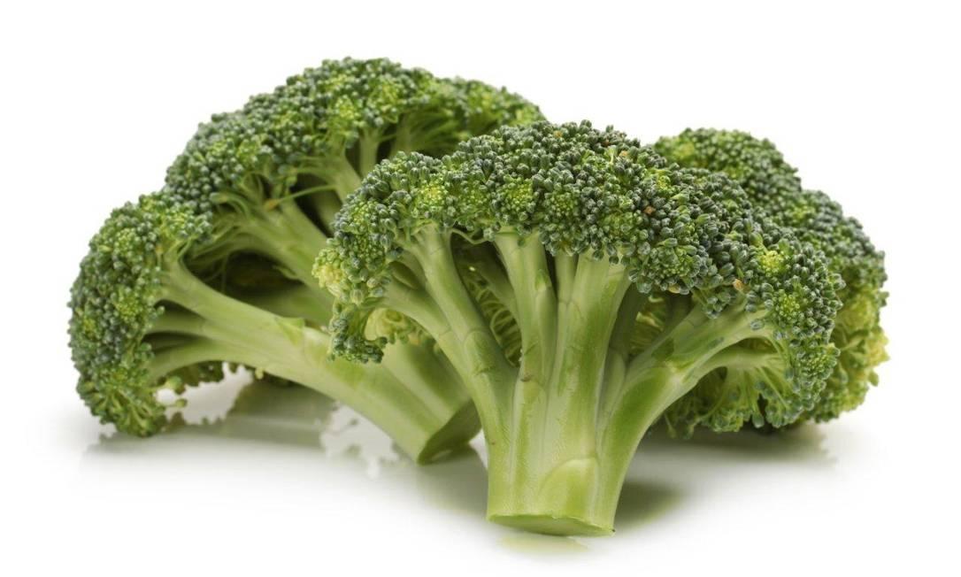 O brócolis é outro alimento que pode provocar flatulências. Mas, em sua defesa, ele também pode ajudar a a controlar o excesso de estrogênio no corpo, o que ajuda a saúde hormonal como um todo Divulgação