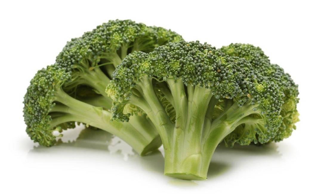 O brócolis é outro alimento que pode provocar flatulências. Mas, em sua defesa, ele também pode ajudar a a controlar o excesso de estrogênio no corpo, o que ajuda a saúde hormonal como um todo Foto: Divulgação