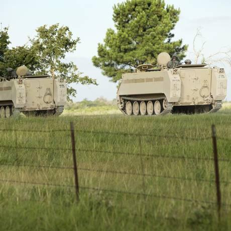 Tanques da Guarda Nacional dos EUA participam de exercício militar em Bastrop Foto: Jay Janner / AP