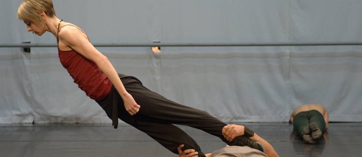Ensaios. Os bailarinos dançam embalados por novas trilhas sonoras compostas pelo Uakti e por Samuel Rosa Foto: Fotos de divulgação/José Luiz Pederneiras