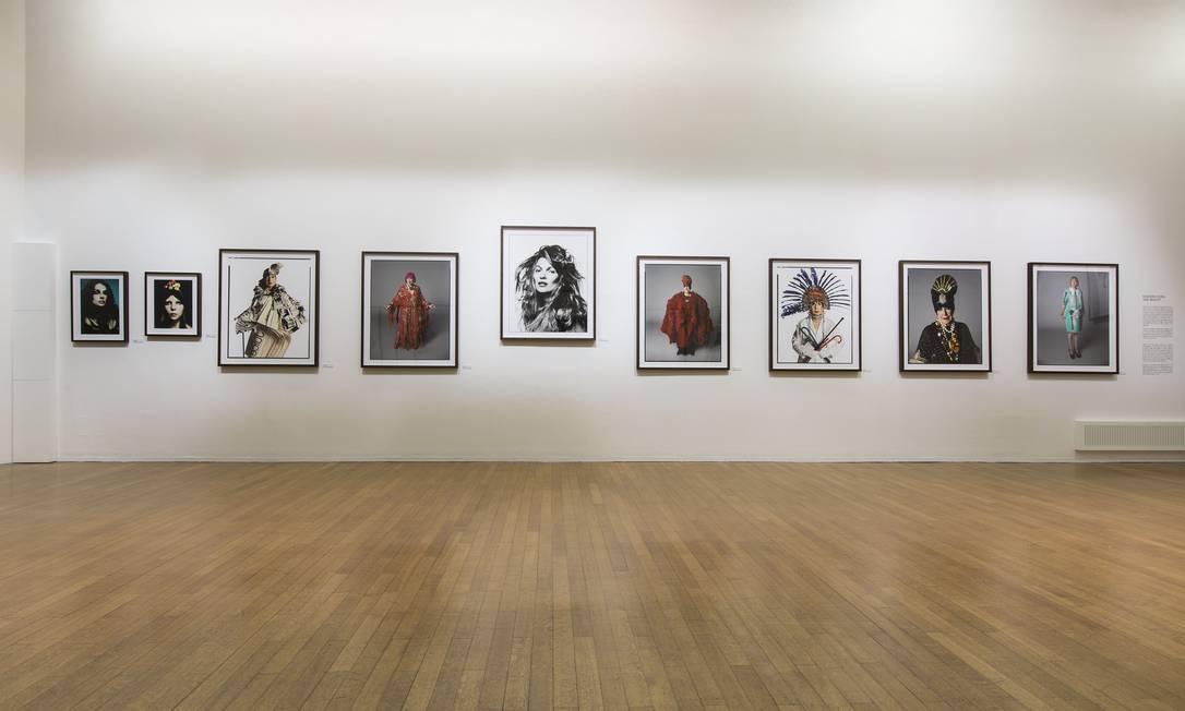 """Como parte da semana de moda de Milão, a Tod's inaugurou, no Padiglione d'Arte Contemporanea, a exposição """"Stardust"""", uma retrospectiva da carreira do fotógrafo britânico David Bailey. A mostra ficará em cartaz até o dia dois de junho. Na galeria, selecionamos algumas imagens emblemáticas assinadas por Bailey Agomstino Osio / Divulgação"""