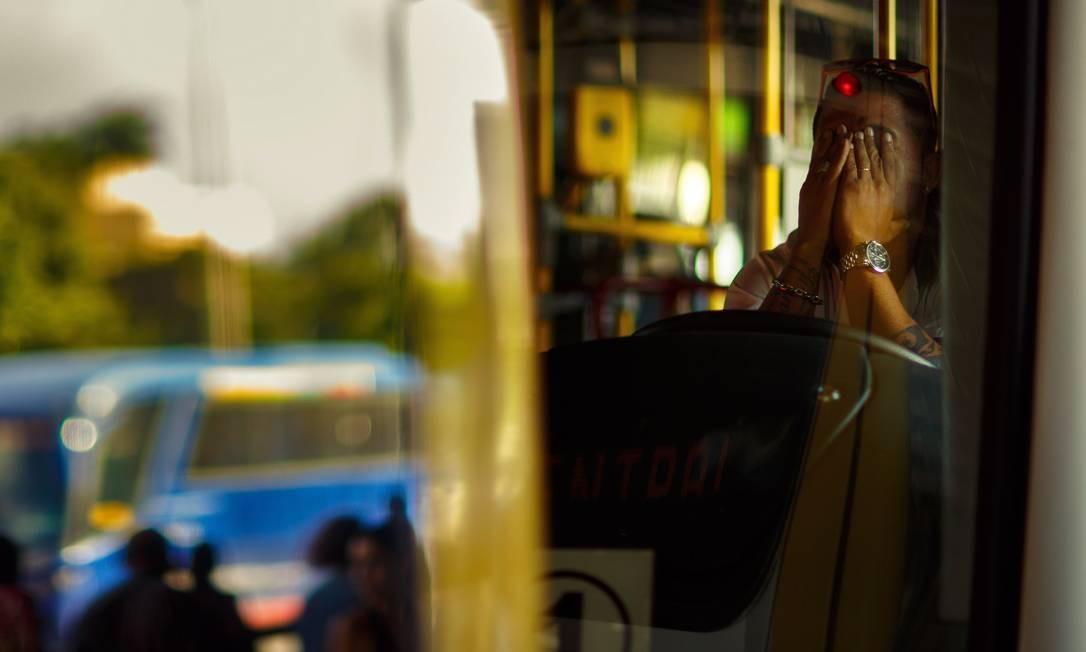 Visão comprometida pelo estresse, uma imagem do risco que se reflete nos passageiros, pedestres e demais motoristas Foto: Daniel Marenco / Agência O Globo