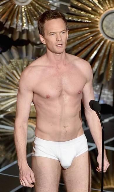 Neil Patrick Harris de cueca no palco foi outro momento marcante do Oscar 2015 KEVIN WINTER / AFP