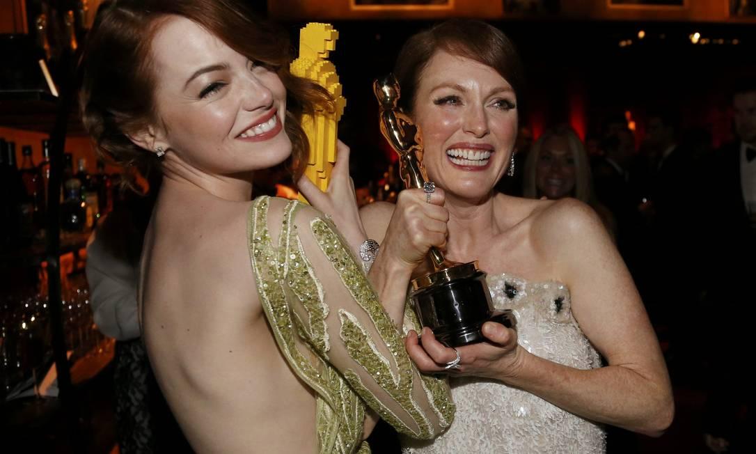 Emma Stone e Julianne Moore: graça para as câmeras MARIO ANZUONI / REUTERS