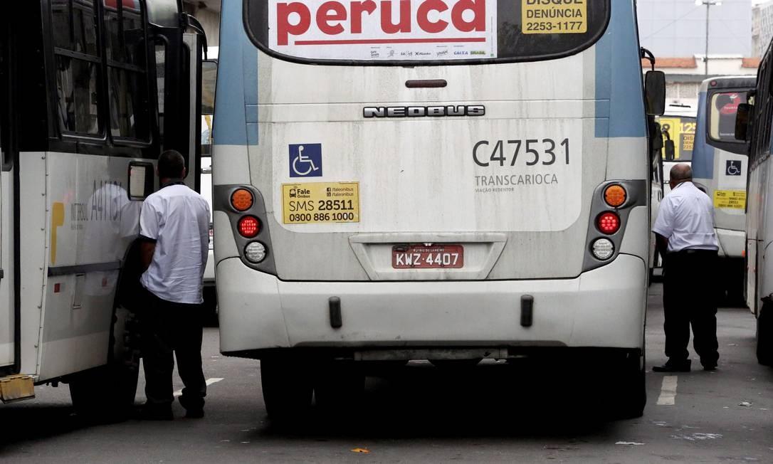 Sem banheiros em todos os terminais, rodoviários exibem suas vergonhas a céu aberto Foto: Custódio Coimbra / Agência O Globo