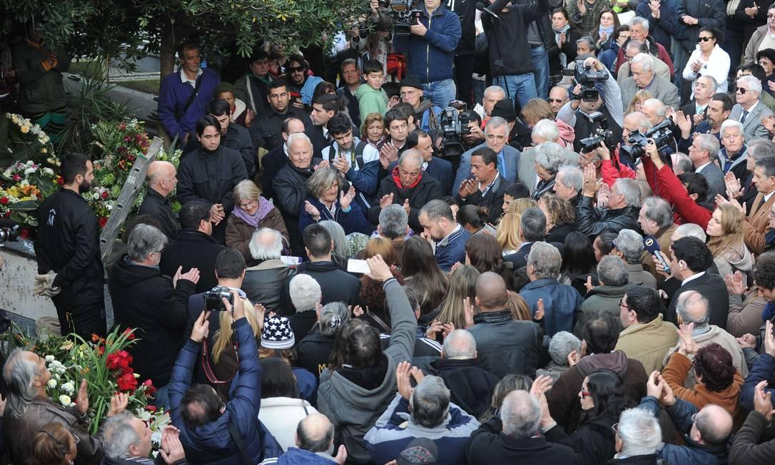 Uma multidão se despediu do ex-atacante MIGUEL ROJO / AFP