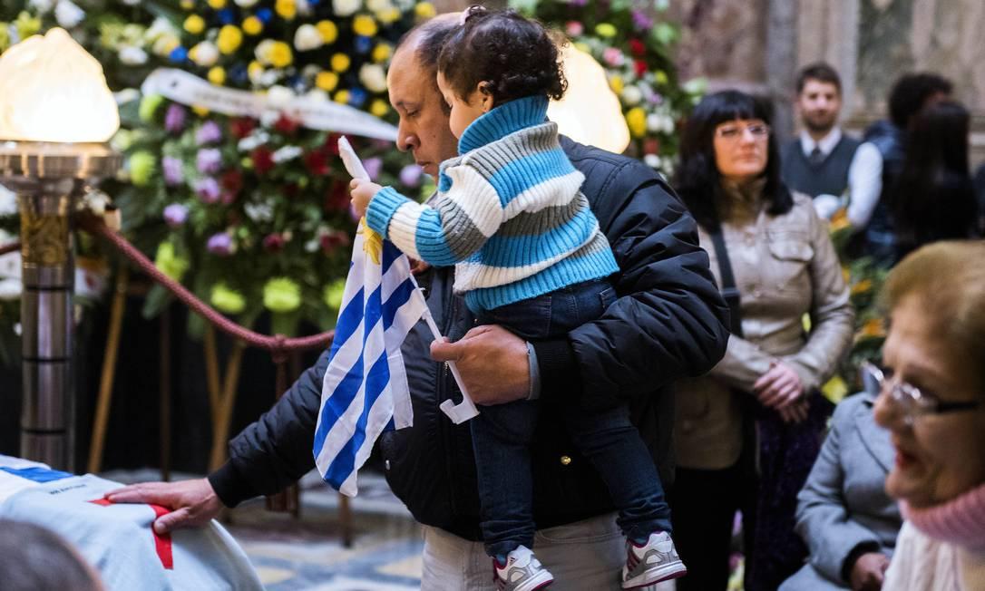 Diversas gerações se despediram de Alcides Ghiggia Matilde Campodonico / AP