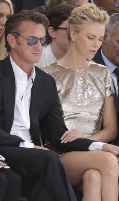 Mais de Sean e Charlize PHILIPPE WOJAZER / REUTERS