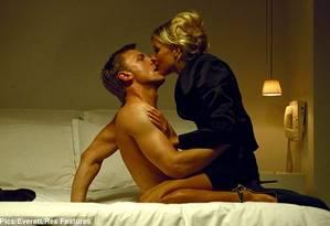 Daniel Craig e Sienna Miller em cena do filme