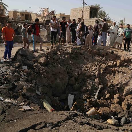 Ataque durante celebrações do fim do Ramadã destruiu mercado no Iraque Foto: Karim Kadim / AP