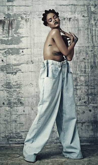 Ela é uma das maiores camaleoas da indústria da música. E desta vez Rihanna busca impressionar seus fãs com uma mistura de sexy e grunge num ensaio para a revista i-D Divulgação revista i-D