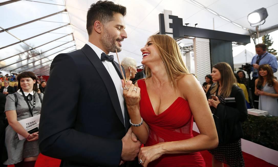 Os noivos Joe Manganiello e Sofia Vergara: graça com um palito em pleno red carpet LUCY NICHOLSON / REUTERS