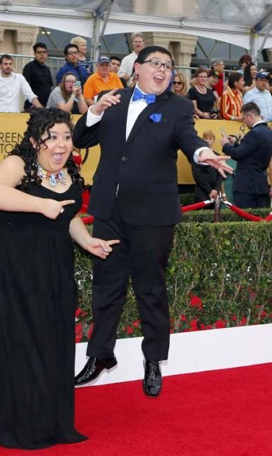 Os atores Raini Rodriguez e Rico Rodriguez: animação no tapete vermelho MIKE BLAKE / REUTERS