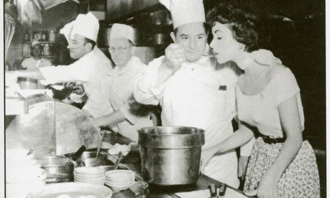 Elizabeth Taylor: sempre antes de dormir, a diva gostava de comer ovos mexidos com bacon - tudo empurrado com bastante champanhe Terceiro / Reprodução