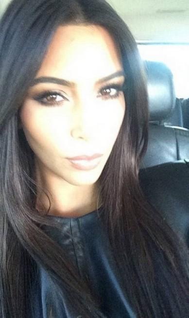 Kim também costuma fazer selfies para mostrar sua maquiagem Reprodução/ Instagram