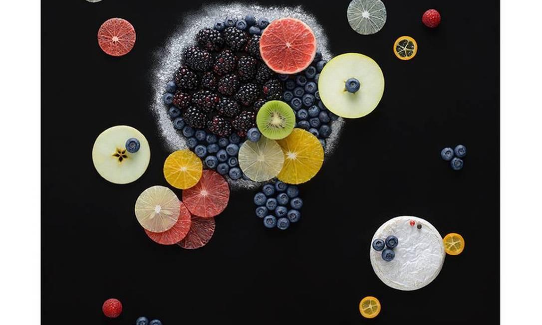 Os círculos do russo Wassily Kandinsky ganharam frutas como acabamento Tatiana Shkondina