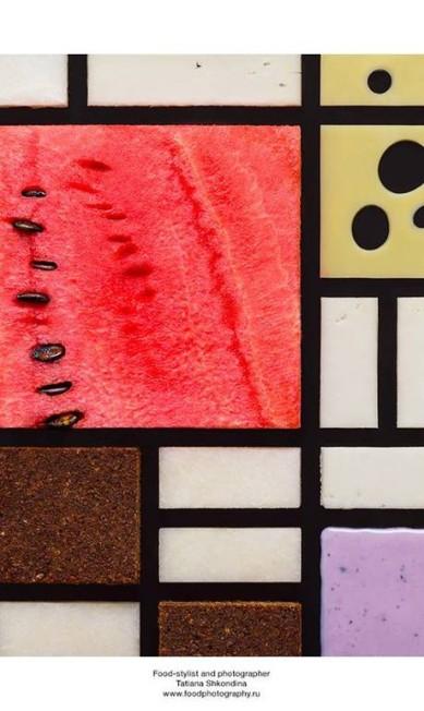 """Queijos e melancia ganharam status de peça de museu com a recriação de """"Composição em vermelho, amarelo e azul"""" (1921), de Piet Mondrian Tatiana Shkondina"""