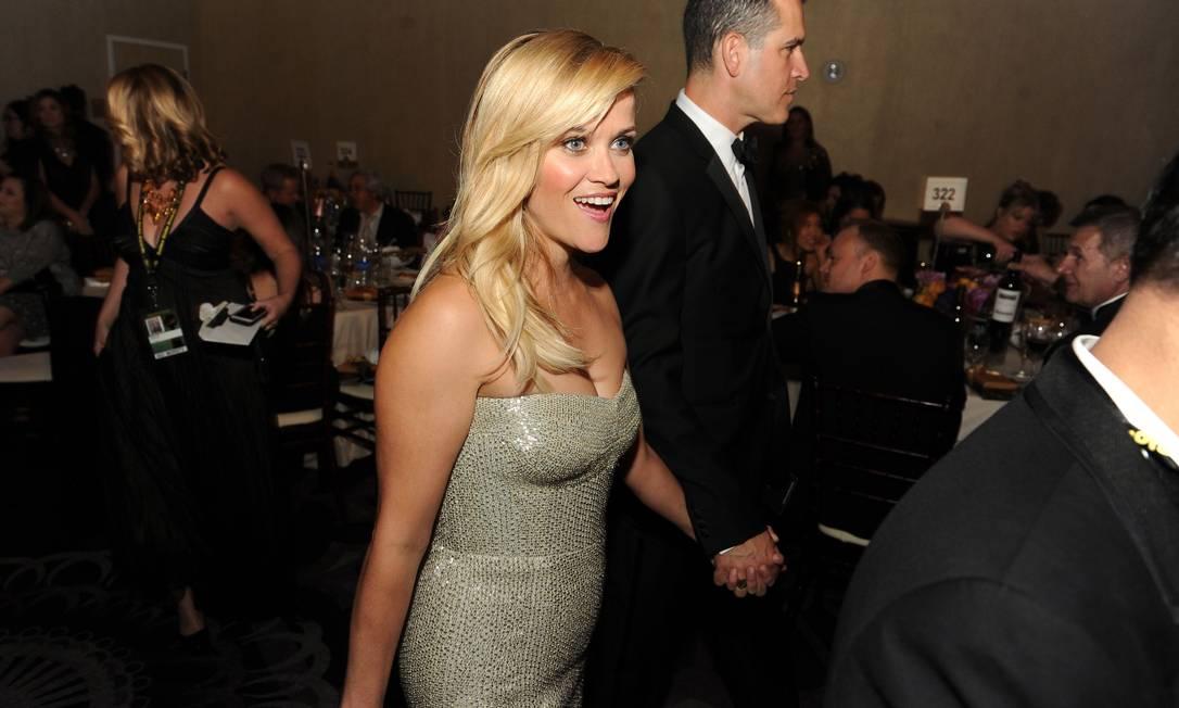 Reese Witherspoon acompanhada de seu marido, o discreto Jim Toth KEVIN WINTER / AFP