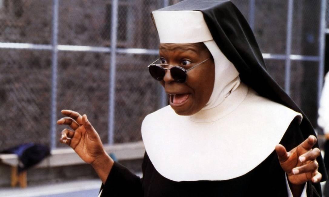 """Whoopi Goldberg, antes de """"Mudança de hábito"""" trabalhou embelezando cadáveres. Teria ela inspirado a personagem de Marília Pêra em """"Pé na Cova""""? Agência O Globo"""