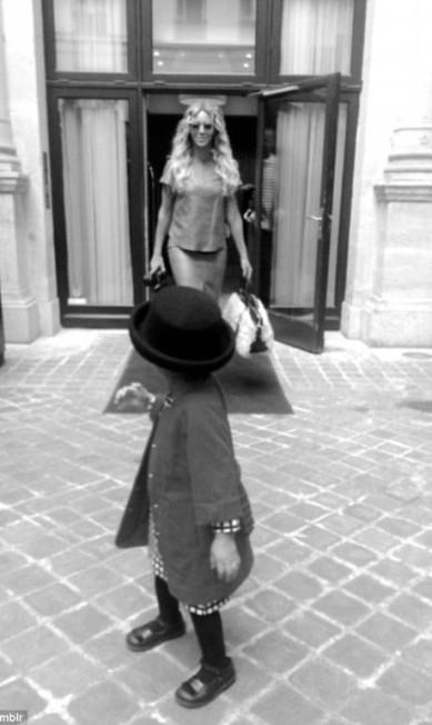 Tal mãe, tal filha: a pequena vestida para impressionar em um passeio com a mãe © Beyonce/tumblr