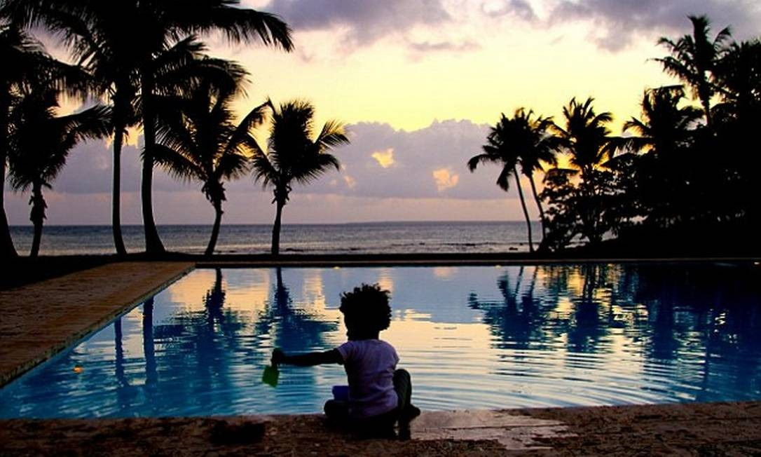 Brincadeira na piscina com vista para o mar Foto: © Beyonce/tumblr