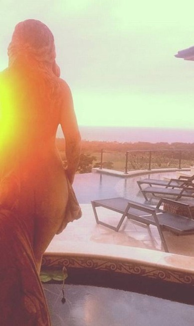 Ousada, Rihanna mostrou o bumbum na rede social Reprodução/ Instagram