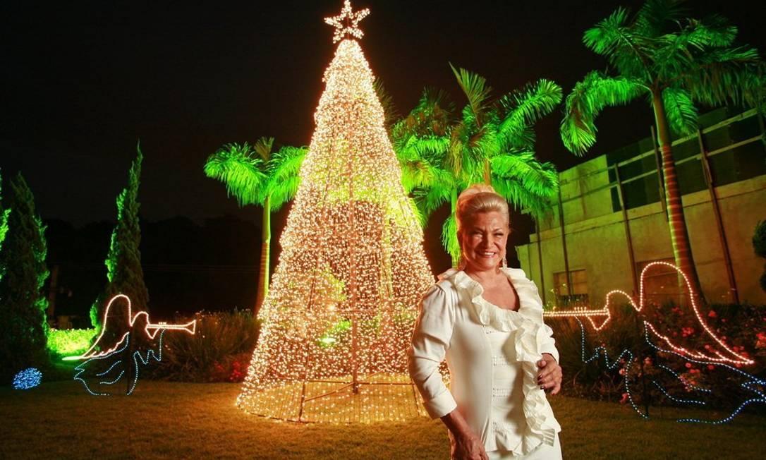 Hebe Camargo exibe a árvore de Natal da sua casa em 2007. Que saudade! Daniela Tovianksy / Divulgação