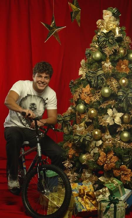 Erik Marmo virou criança de novo com uma bicicleta, em 2005 Fábio Guimarães / Agência O Globo
