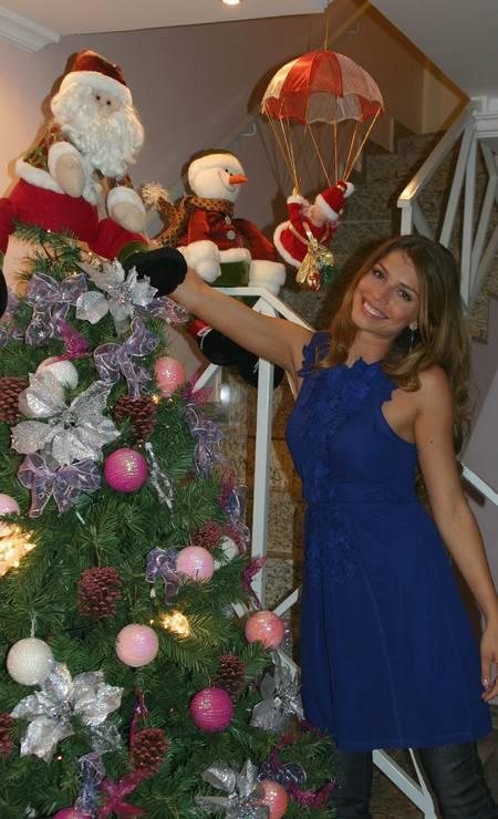 Um ano após participar do BBB, Grazi Massafera comemora o Natal de 2006 Divulgação