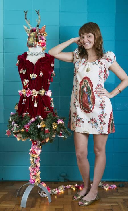 Lilli Kessler, da Le Modiste, exibe a sua árvore de Natal feita com vestido em 2013 Daniela Dacorso / Agência O Globo