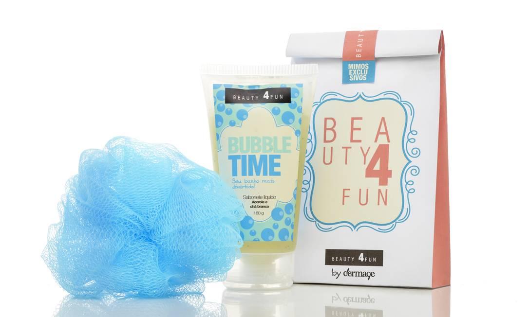 Voltado para o banho, o kit Bubble Time, com sobonete líquido e bucha, serve da prima adolescente à vovó. R$ 43,30 na Dermage (www.dermage.com.br) Divulgação