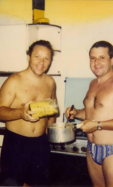 Juntos numa cozinha em Búzios Foto: Terceiro / Arquivo Pessoal