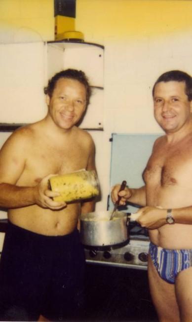 Juntos numa cozinha em Búzios Terceiro / Arquivo Pessoal