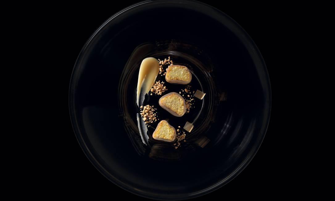 Criação de Laurent Suaudeau: caju, cajuína e emulsão de leite de coco Foto: Sergio Coimbra / Agência O Globo