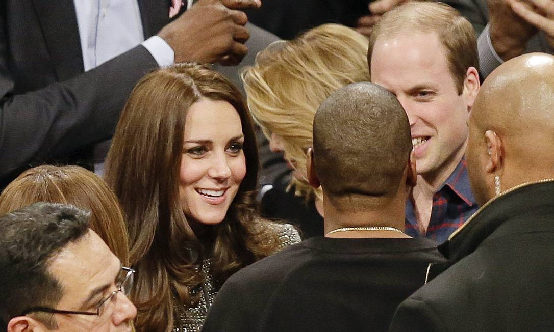 Sem cerimônias, Jay-Z conversou com Kate e William, que pareciam estar gostando do papo Foto: Frank Franklin II / AP