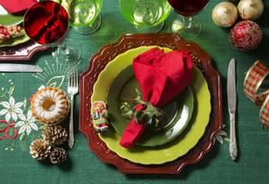 Na mesa, toda a magia clássica do Natal Foto: Ana Branco/Agência O Globo
