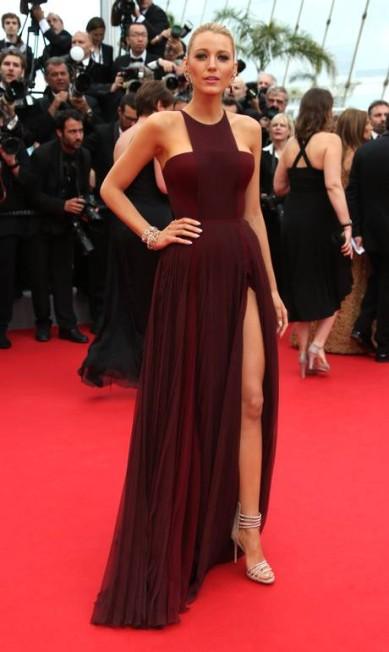 Blake Lively e Gucci, quase visionárias. Em maio, a atriz esteve em Cannes com um vestido vinho marsala Joel Ryan / Joel Ryan/Invision/AP