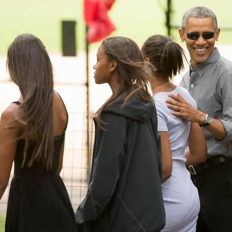 Obama leva filhas para passearem no Central Park, em Nova York Foto: Andrew Harnik / AP