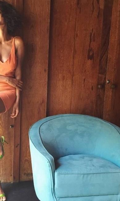 Durante sua passagem por aqui, Solange abusou dos curtos e das peças vibrantes, sem nunca perder o estilo Reprodução/ Instagram