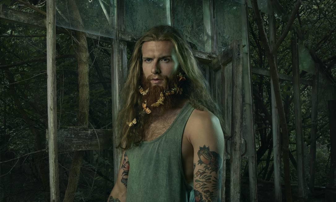 "Mais uma imagem da sequência ""Bearded Man"" Julia Fullerton-Batten"