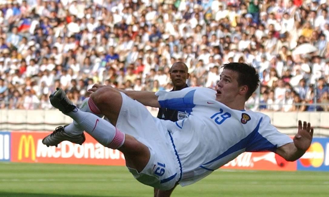 Ruslan Pimenov, o pai da menina, em ação na Copa de 2002 pela seleção russa Dusan Vranic / AP