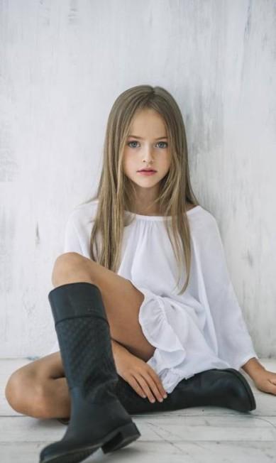 """Pais e mães do mundo inteiro tem criticado muito a mãe da menina: """"Você está sexualizando a sua filha, e pais como vocês são o motivo pelos quais tantas meninas crescem com tantos problemas"""", escreveu uma internauta Reprodução / Facebook"""