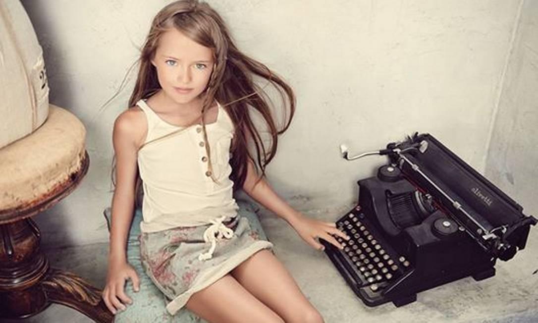A modelo mirim Kristina Pimenova, de apenas 9 anos, considerada a mais 'bonita do mundo' tem sido motivo de acaloradas discussões nas redes sociais Reprodução / Instagram